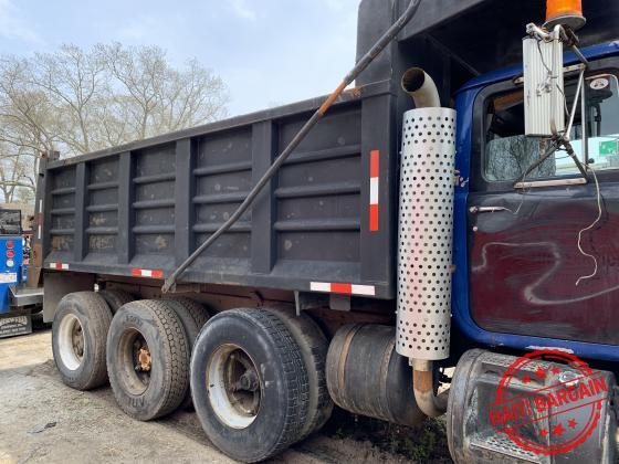 1992 RD  Mack dump truck